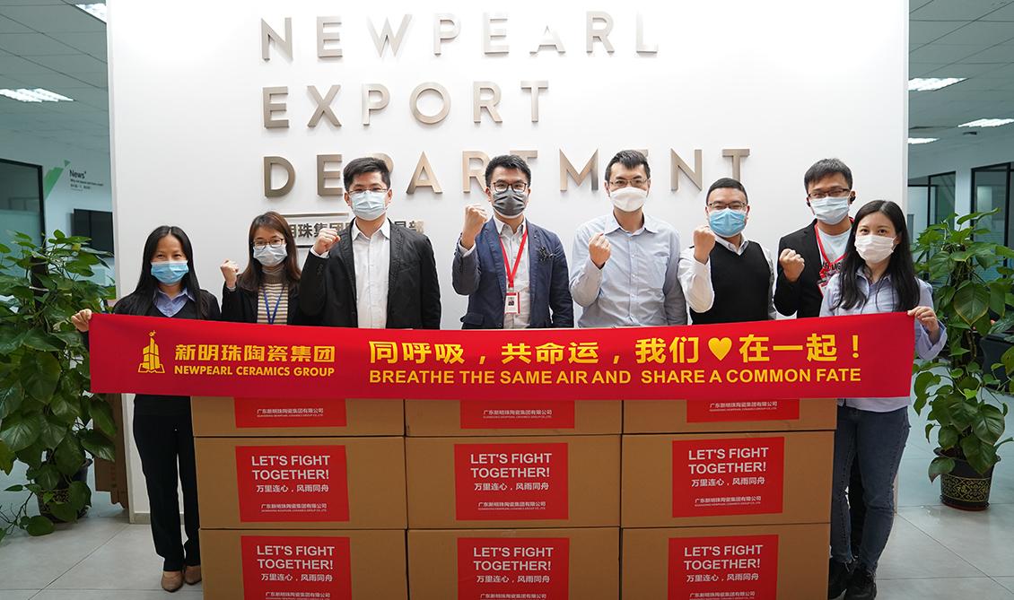 2020年4月1日,向意大利、印度尼西亚、澳大利亚、新西兰等二十多个受疫情严重影响的国家和地区的海外经销商捐赠的25000多个口罩和若干个体温测量仪。
