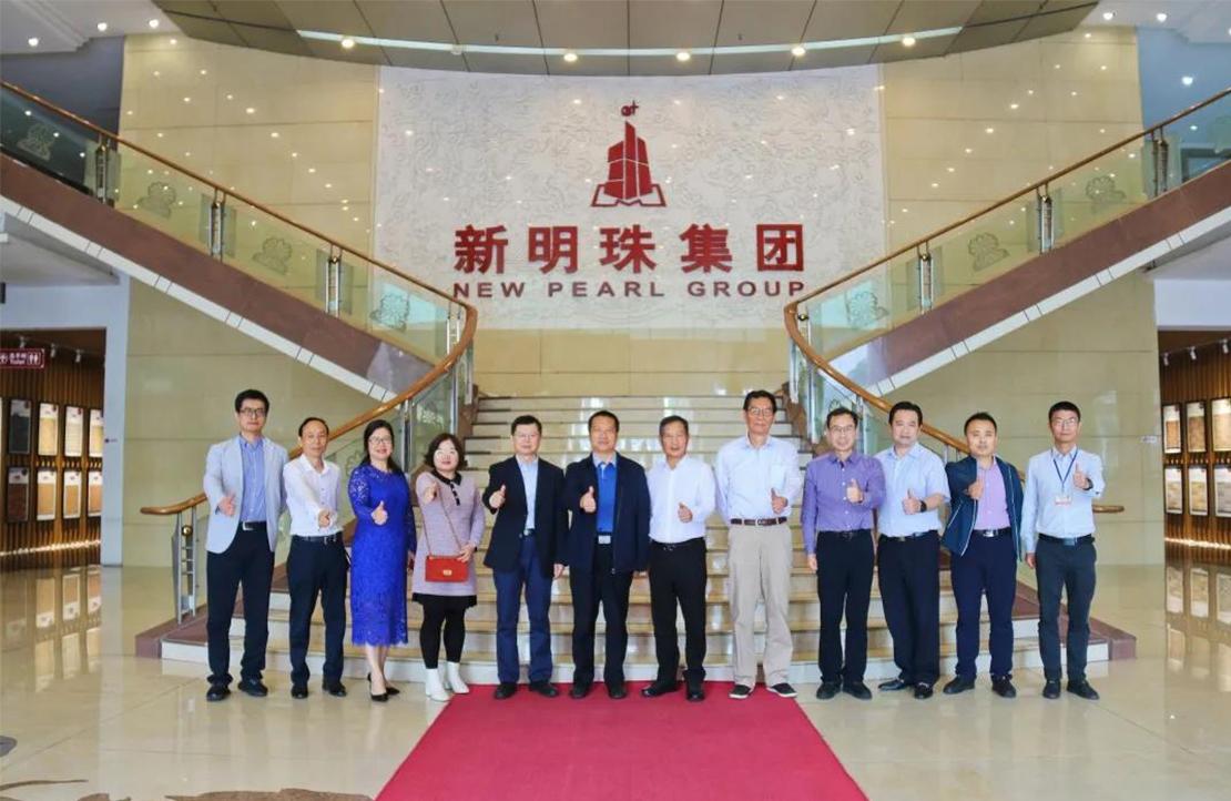 中国建材工业规划研究院院长曾令荣一行走进新万博下载,共商行业发展大计